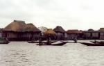 Casas flotantes en el lago Gamvié