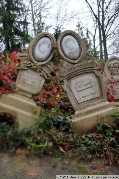Dos tumbas del phantom manorfoto sacada en disneyland parisdescubre