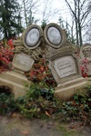 Dos tumbas del Phantom Manor Paris, Francia, Disneyland, Disney