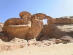 puente de piedra natural, desierto de Wadi Rum