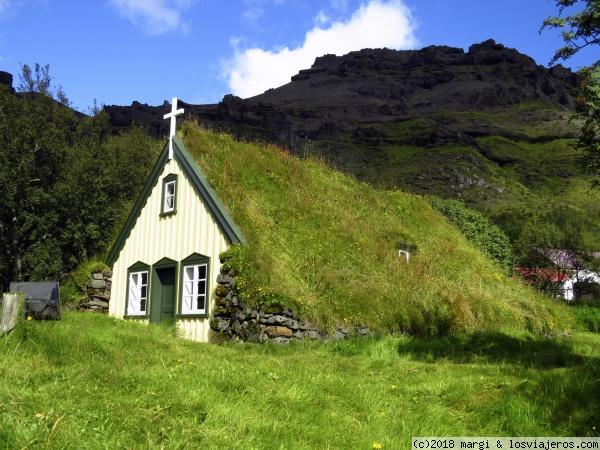 Techo o cubierta verde Iglesia Islandia - LosViajeros.com