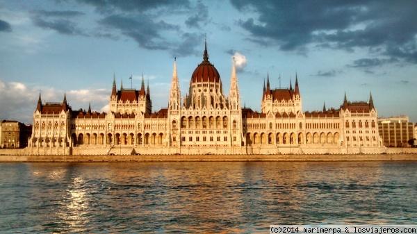 BUDAPEST: ISLA MARGARITA, EN BARCO POR EL DANUBIO Y TARDE DE BALNEARIO