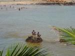 Senegal - Dakar - chicos en la playa Terrou-bi