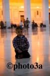 Niño en la mezquita de los Omeyas  de Damasco
