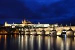 Castillo de Praga al anochecer