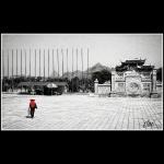 Templo- caminante en rojo