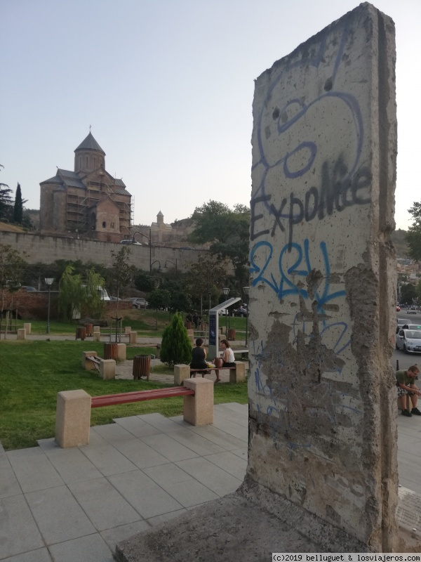 El Muro de Berlin también está presente en Tblisi