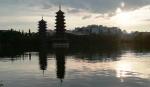 GUILIN - Pagodas del Sol y la Luna -
