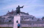 Monumento a Blas de Lezo, con el castillo de San Felipe (atras) Cartagena de Indias.1997
