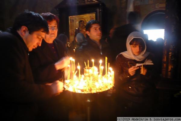 Poniendo velas en iglesias Georgianas