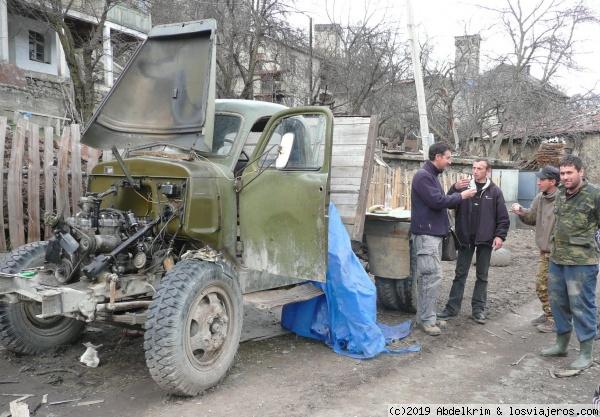 Celebrando la reparación del camión