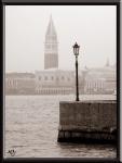 Campanile de San Marco en la niebla