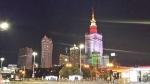 Vista nocturna del Palacio de la Cultura y la Ciencia