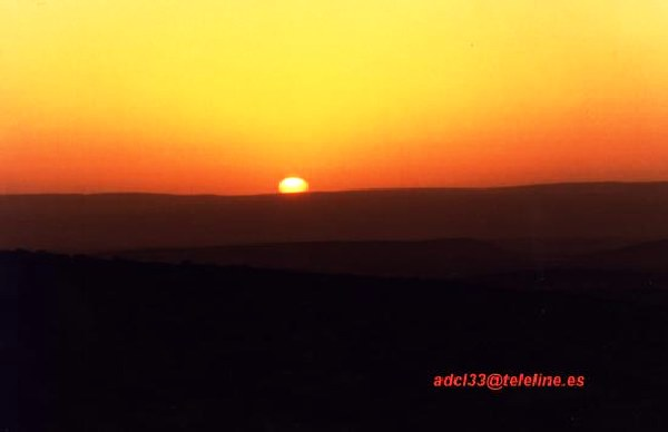 Sunset in Gelb er Richat. - Mauritania Puesta de sol en Guelb er Richat - Mauritania