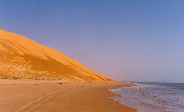 When Sahara dunes meet with the sea. - Mauritania Cuando las dunas del Sahara encuentran al mar - Mauritania