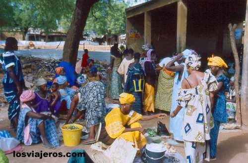 Kedougou Market - Bassari Country - Senegal Mercado de Kedougou - Pais Bassari- Senegal