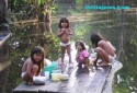 Chavales jugando en el la selva - Amazonas - Brasil - Brazil. Children playing in the Amazon Forest - Brasil - Brazil.