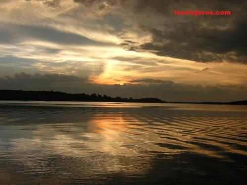 Sunset in the Amazonas - Brasil - Brazil. Atardecer en el rio Amazonas - Brasil.
