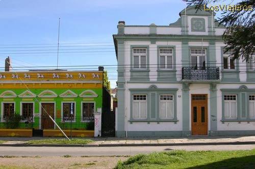 Elegant buildings in the main avenue of Punta Arenas - Chile Edificios elegantes de la avenida principal de Punta Arenas - Chile