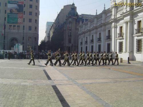Palacio de la Moneda - Santiago de Chile Desfile frente al Palacio de la Moneda - Santiago de Chile