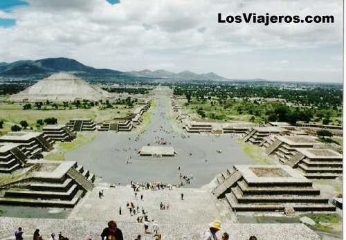 Teotihuacan -Mexico Teotihuacan - Avenida de los Muertos -Mexico