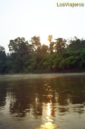 Very near of Manu natural reserve, Dawn over the Mother of God river - Peru Cerca de la Reserva de Manu, amanece sobre el río Madre de Dios - Peru