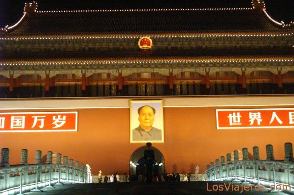 Puerta de Tiananmen de noche - Pekin - China Tiananmen Gate at night - Beijing - China