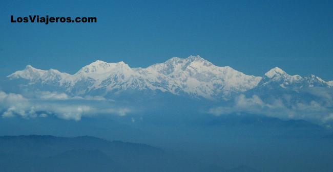 View of Himalaya mountains from Darjeeling - India Cordillera del Himalaya vista desde Darjeeling - India
