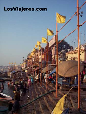 Ghats en la orilla del Ganges. Benares - India Ghats on the edge of Ganges river. Varanasi - India