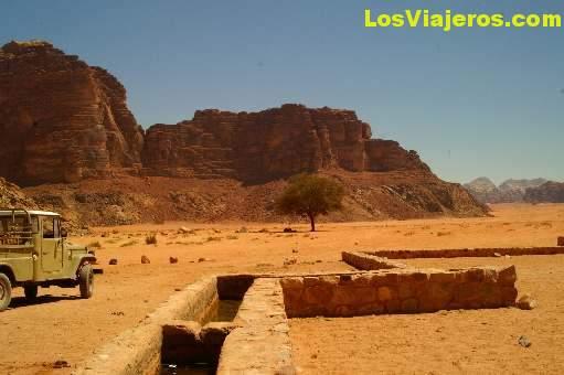 Well of Lawrence of Arabia -Wadi Ram- Jordan Pozo de Lawrence de Arabia -Wadi Rum- Jordania