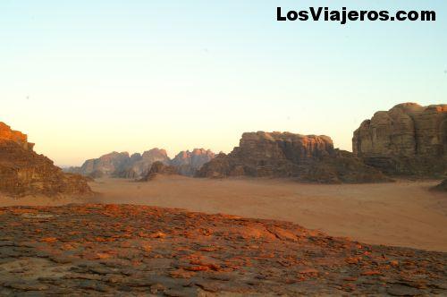 Amamanecer en el Desierto -Wadi Rum- Jordania Sunrise in the desert -Wadi Ram- Jordan