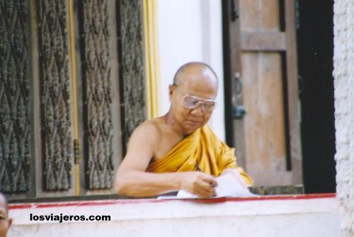 Maestro de monjes en Savannakhet - Wat Sainyaphun - Laos Monk master - Wat Sainyaphun - Laos