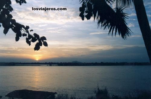 Atardecer en Savannakhet - Laos Sunset in the Mekong - Savannakhet - Laos