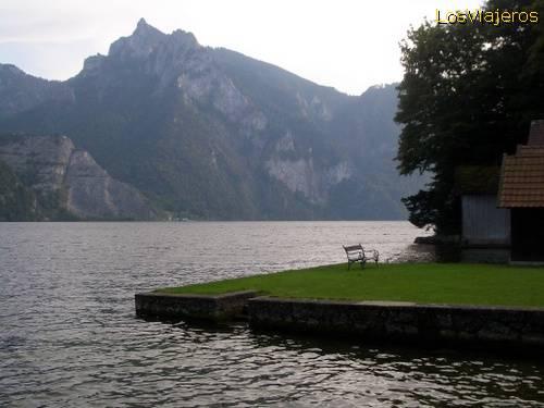 Peace in Traunsee lake - Austria Paz en el lago Traunsee - Austria