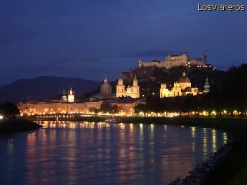 Salzburgo de noche - Austria