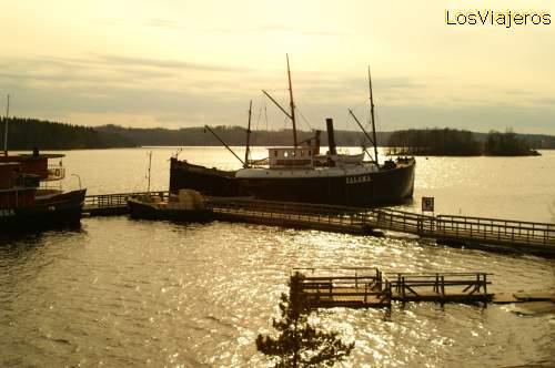 Barco al atardecer - Savonlinna  - Finlandia