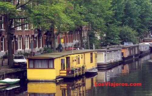 uc anterior foto casas flotantes en los canales de amsterdam holanda