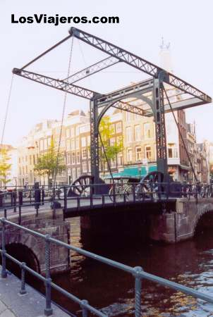 Puente levadizo - Amsterdam - Holanda Drawbridge over the channels - Amsterdam - Holland - Netherlands