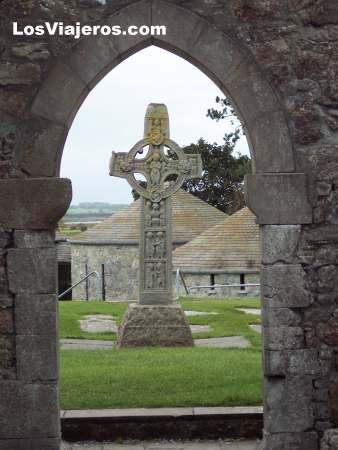 Clonmacnoise Abbey - Offaly County - Ireland Abadia de Clonmacnoise - Condado de Offaly - Irlanda