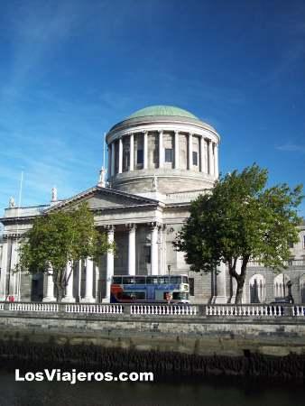 Four Courts - Dublin - Ireland - Eire Four Courts - Dublin - Irlanda - Eire