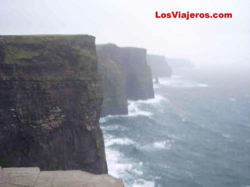 Cliffs of Moher during a storm- Ireland Tormenta en los acantilados de Moher o Cliffs de Moher - Irlanda
