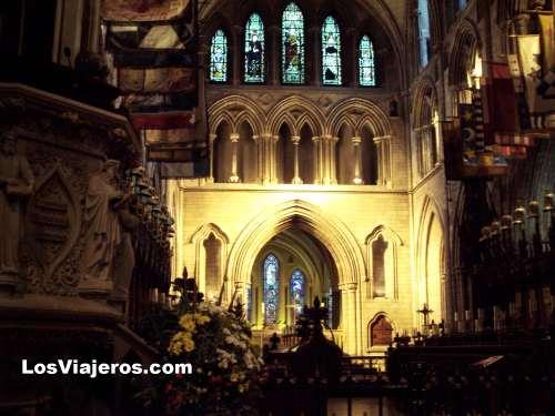 Inside of St. Patrick's Cathedral - Dublin - Ireland Interior de la catedral de St. Patricio - Irlanda