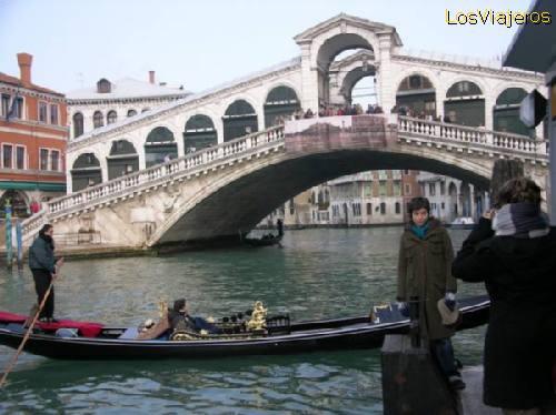 Puente de Rialto -Venecia- Italia