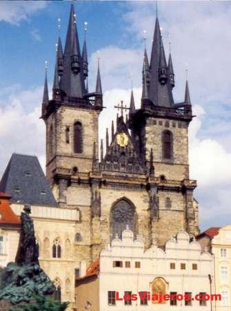 Staromestske Scuare - Prague - Czech Republic Torres de la iglesia de Santa Maria de Tyn - Plaza Staromestske - Praga - República Checa - Checa Rep.