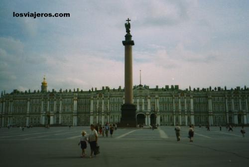 El museo Ermitage de St Petersburgo y el Palacio de Invierno - Rusia El museo Ermitage de St Petersburgo y el Palacio de Invierno - Rusia - Russia