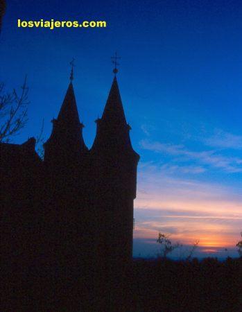 Atardecer tras las torres del alcázar de Segovia - España Sunset behin towers of Segovia's Castle - Spain