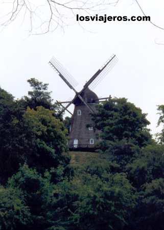 Mill in Churchill Parken or Kastellet. Copenhagen - Denmark Molino en los jardines del parque Churchill o Kastellet -  Copenhague -Dinamarca
