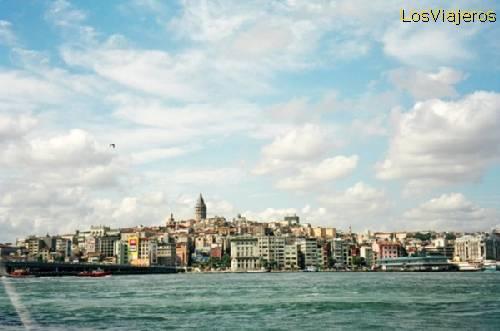 El cuerno de oro. Puente de Gálata. Orilla asiática -Istambul- -Turquia Golden Horn. Galata Bridge. Asian bank. -Istambul-Turkey
