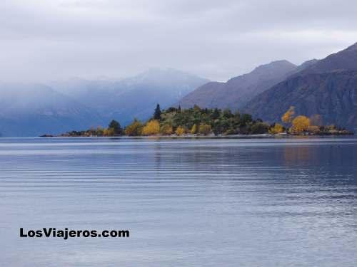 Refejos y colores en el lago - Wanaka - Nueva Zelanda Wanaka Lake - New Zealand
